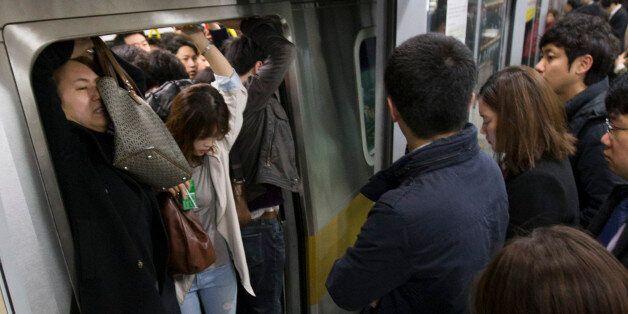 '지옥철'과 다름 없던 서울지하철 9호선이 8월말