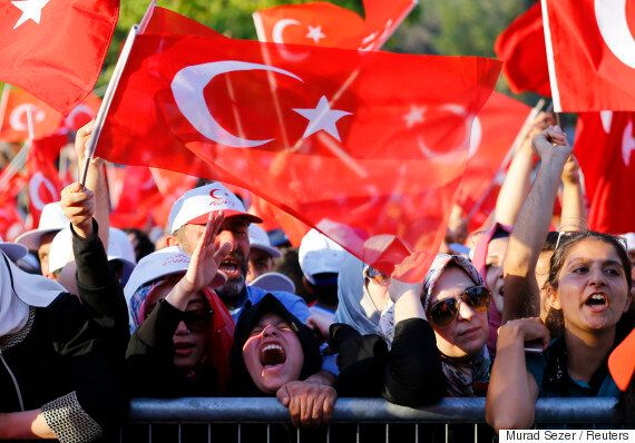 터키 정부, 쿠데타 세력 3000명 체포하고 '피의 숙청'