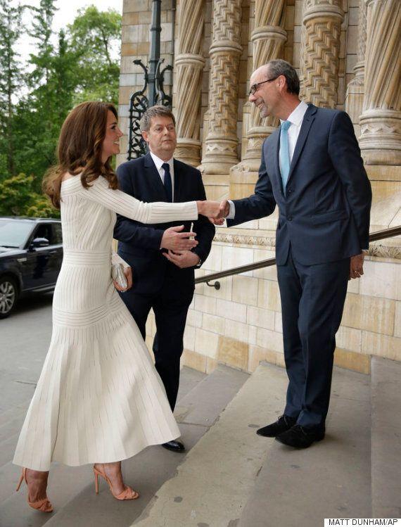 케이트 미들턴이 이 과감한 드레스에 겸비해 신은 180달러짜리 브라질 구두는 이미