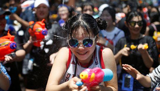 [화보] 보기만 해도 시원한 '신촌 물총축제'