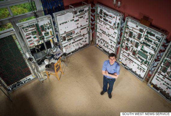 이 남자가 5,900만원을 투자한 컴퓨터는 당신의 데스크톱보다
