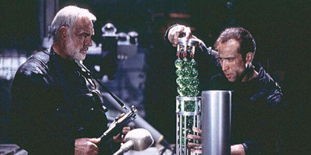 영국 MI6은 이 영화 속 무기를 베낀 '허위첩보'에