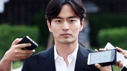 '성폭행 피소' 이진욱이 경찰 출석하며 한 말(사진