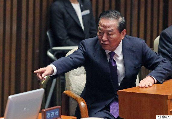 친박 실세들의 공천개입 의혹에 대한 '친박 큰형님' 서청원의 반응은