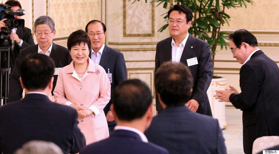 [화보] 화기애애했던 박근혜 대통령과 새누리당의 청와대