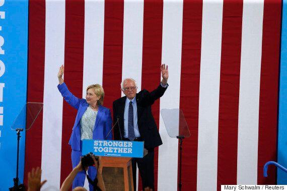 버니 샌더스가 마침내 힐러리 클린턴을 대통령 후보로 지지한다고 공식
