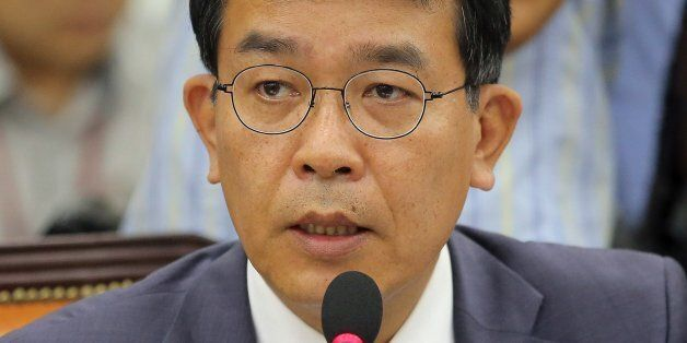 정의당 김종대 의원이 7일 오전 국회에서 열린 국방위원회 전체회의에서 한민구 국방부 장관에게 질의하고