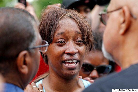 미국 흑인이 또 경찰 총에 맞아 숨졌다. 여자친구는 페이스북라이브로 이 순간을