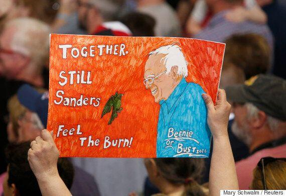힐러리 클린턴 지지선언 이후, 버니 샌더스의 몇몇 지지자들은 배신감을 느끼고