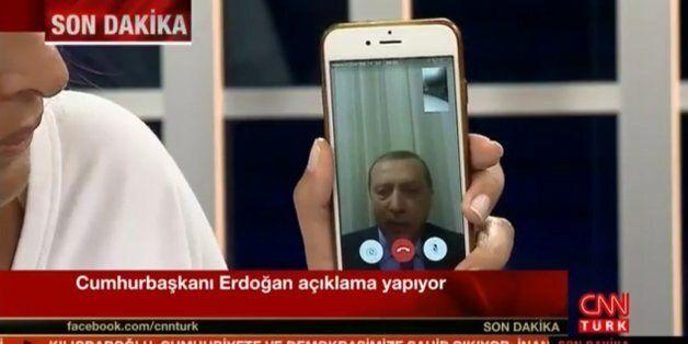 터키에서 'SNS' 못 쓰게 만들었던 에르도안은 정작 SNS 덕
