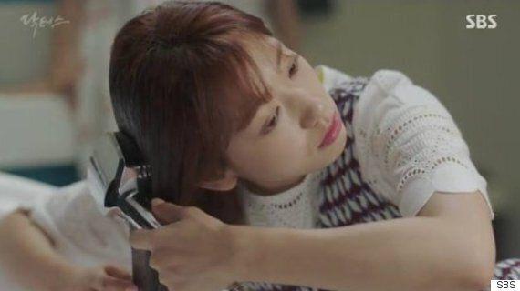 '닥터스'의 박신혜가 머리를 감는 장면은 좀 이상하다 (사진,