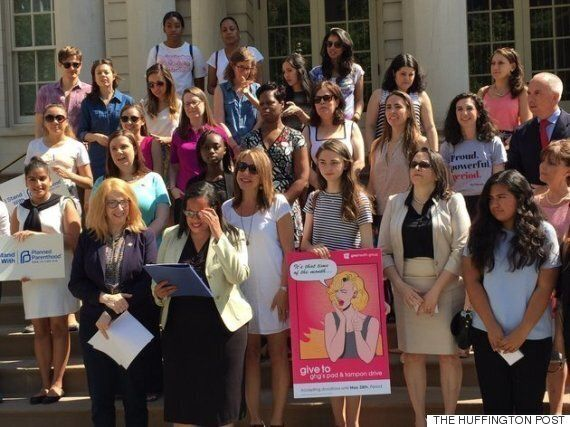美 최초로 '생리대 무료' 법안 서명한 뉴욕 시장의 단호한 발언(사진