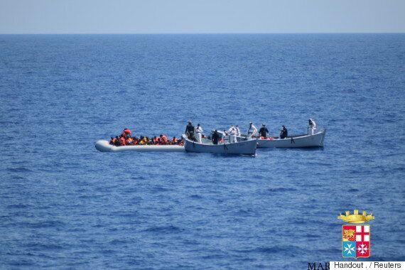 이탈리아 해안에서 난민선이