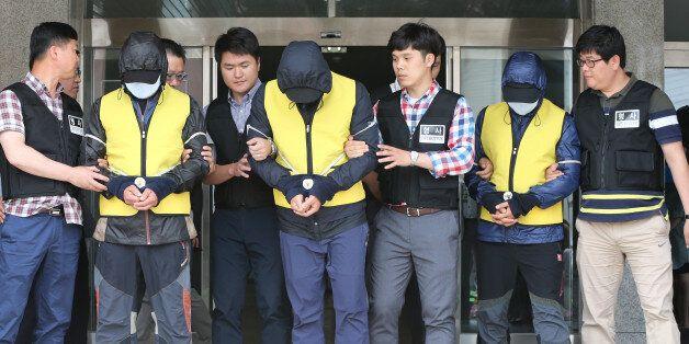 검찰은 섬마을 교사를 성폭행한 피의자 3명이 '사전 공모'했다고 보고