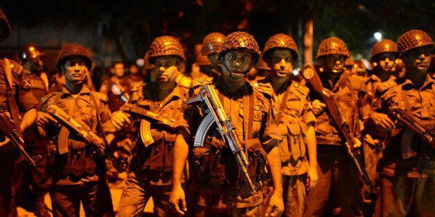 방글라데시 외교가 식당에 괴한 9명이 침입해 '무장 인질극'을 벌이고