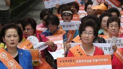 강남역 10번 출구서 '안전한 화장실 만들기 캠페인'이