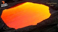 화성암 표면에 있는 작은 창 아래, 붉은 용암이