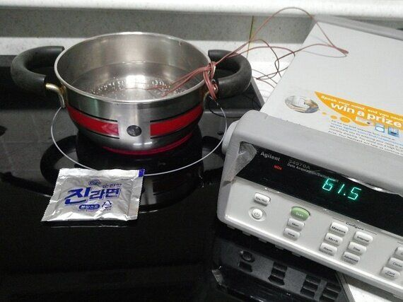 라면 스프를 넣으면 끓는 온도가 정말