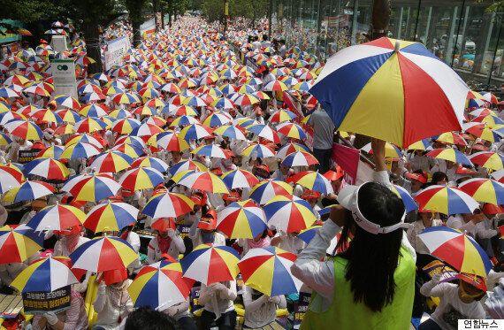 정부의 '맞춤형 보육'에 반발하여 어린이집 단체들이 시위에