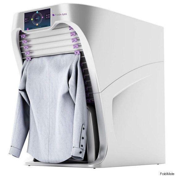 세탁된 옷을 알아서 개어주는 로봇이
