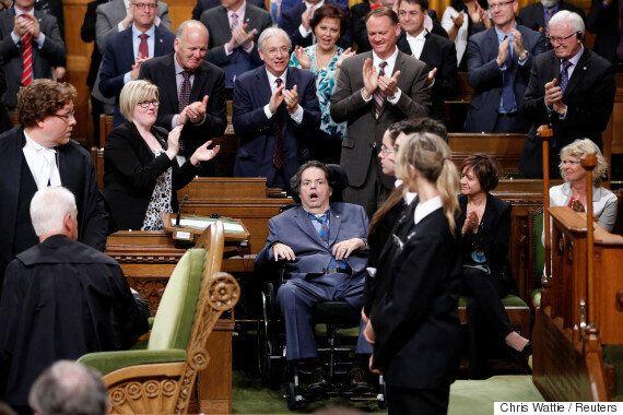 캐나다 국가의 두 번째 소절 가사 중 일부가 '성평등' 표현으로