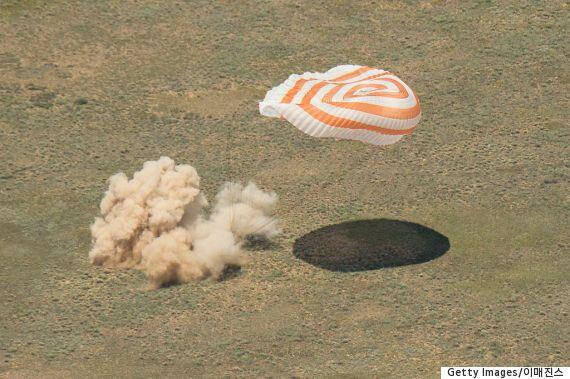 우주비행사 팀 피크, 186일 만에 지구로