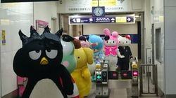 일본 지하철역에 산리오 캐릭터들이 출몰한 이유