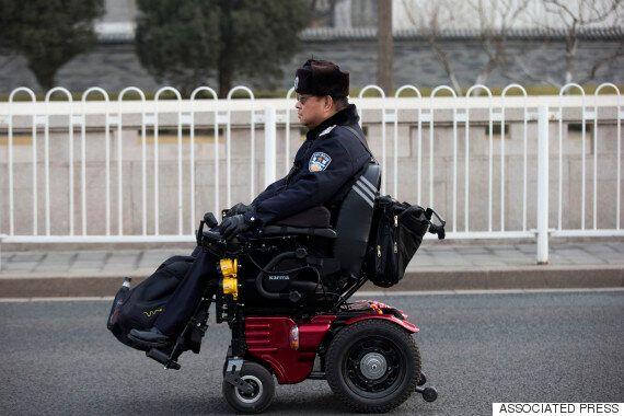 스파 브랜드 '자라'의 한 매장이 전동휠체어 입장을