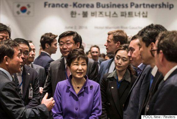한국일보가 박 대통령의 외교를 '건강페이'에 비유한