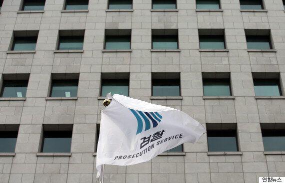 검찰의 '홍만표 법조로비' 수사가 '꼬리자르기' 의혹 속에