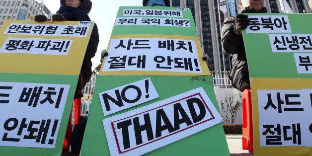 지난 2월 정부청사 앞에서 사드 배치를 반대하는 시위가 벌어지는