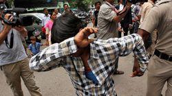 관광객 집단 성폭행범에게 인도 법정이 선고한