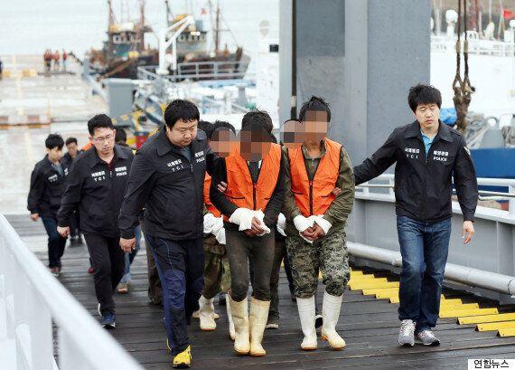 민정경찰이 불법조업 중인 중국 어선 2척을