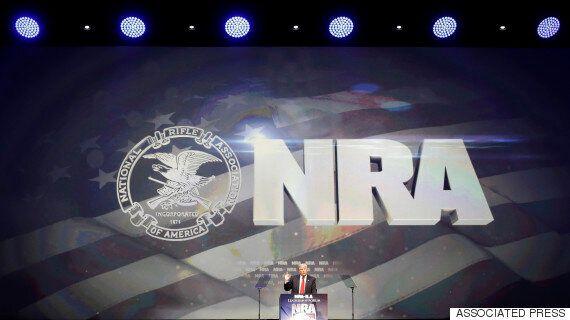 도널드 트럼프가 NRA에 '잠재적 테러범' 총기구입 금지를