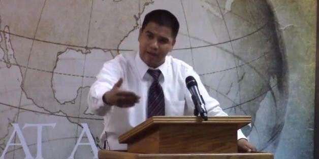 미국 목사가 올랜도 테러에 '환호'하며 끔찍한 혐오발언을
