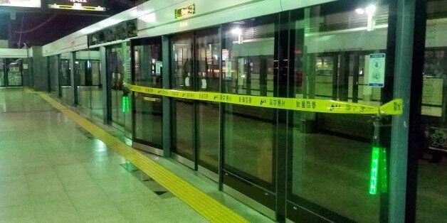 지하철 스크린도어를 고치던 노동자가 또 사망하는 사건이