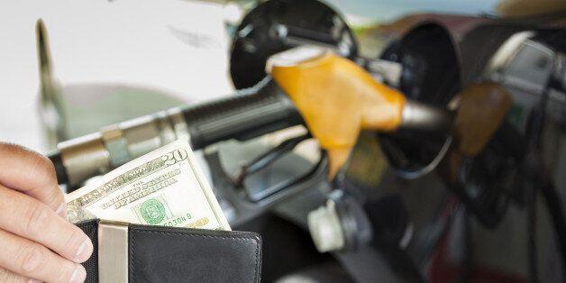기름값 싸서 샀는데... 정부, 경유가 인상