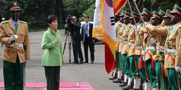 G7 정상들이 일본에서 '북핵'을 압박하는 동안 박 대통령은 에티오피아와 '북핵공조'를 하겠다고