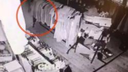 골동품 가게의 CCTV에 유령이