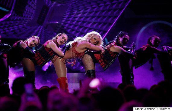 브리트니 스피어스가 2016 빌보드 뮤직 어워즈에서 히트곡 메들리를 공연하다(사진,