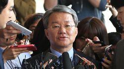 '법조비리' 홍만표, 자신이 일한 검찰에 출석해 한