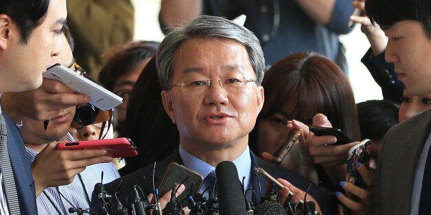 '법조비리' 홍만표 변호사가 자신이 일했던 검찰에 출석해 한