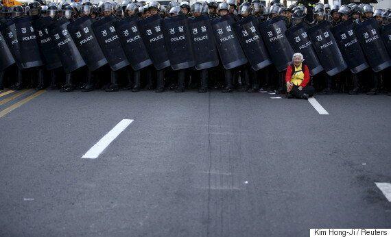 경찰이 자정~오전 7시 '시위금지법'을 준비하고