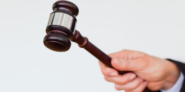 퇴직 판검사의 변호사 개업을 원천금지하는 법 개정안이