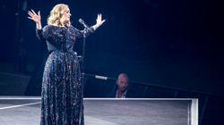 아델이 콘서트 도중 노래를