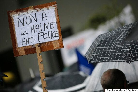 프랑스 경찰이 '폭력시위'에 반대하는 '맞불시위'를