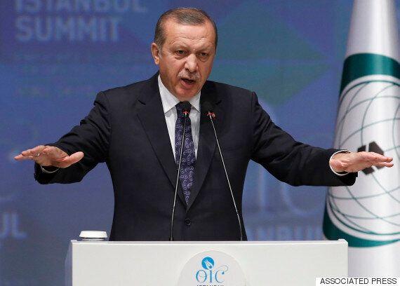 터키 대통령에 '물건은 작다'며 조롱한 독일 코미디언은 어떻게