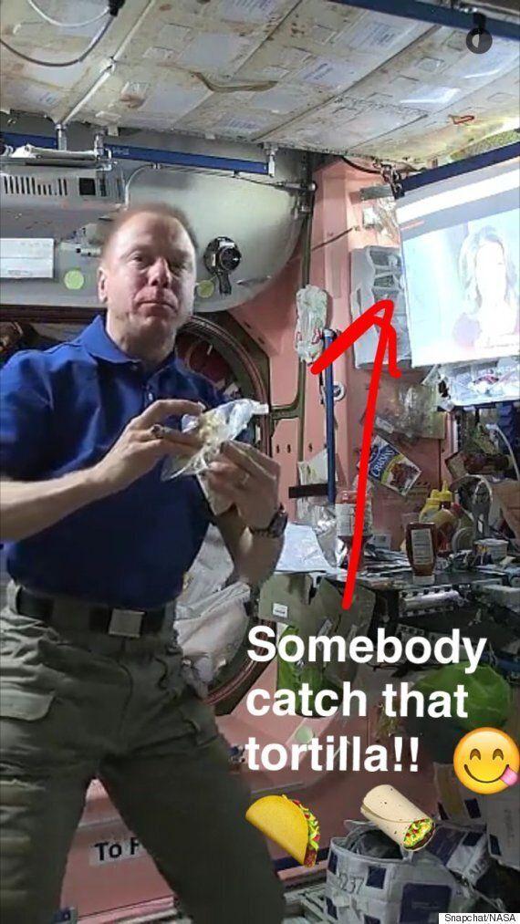 스냅챗으로 살펴보는 우주비행사의