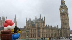 전 세계 20개국을 여행한 '레고 백패커'