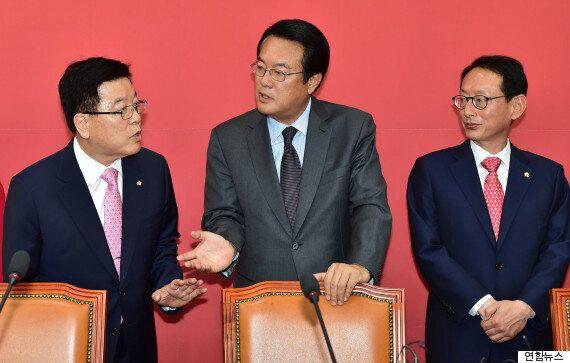 새누리당 정진석 원내대표가 '탈당파 복당' 서두르지 않겠다고 말하는